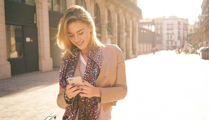 personalization-girl-on-phone